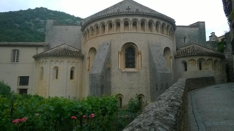 Abbaye de Gellone (St-Guilhem-le-Désert à 6km)