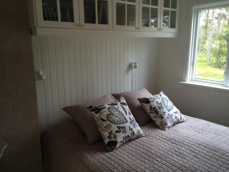 Bedroom has 40 inch flatscreen TV (not in photo)