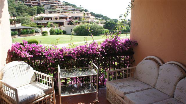 vista da balcone su corte privata con vista mare