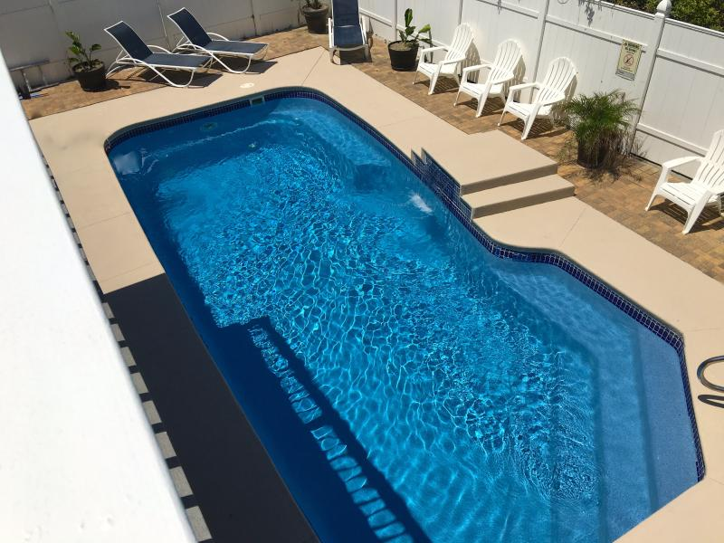 Large pool shared with the 4 units