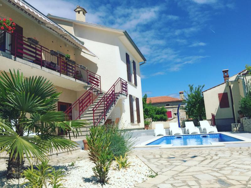LacoDeLama ap Marta 4 star, vacation rental in Liznjan