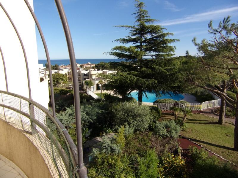 Appartement avec terrasse vue mer, parc et piscine, location de vacances à Villeneuve-Loubet