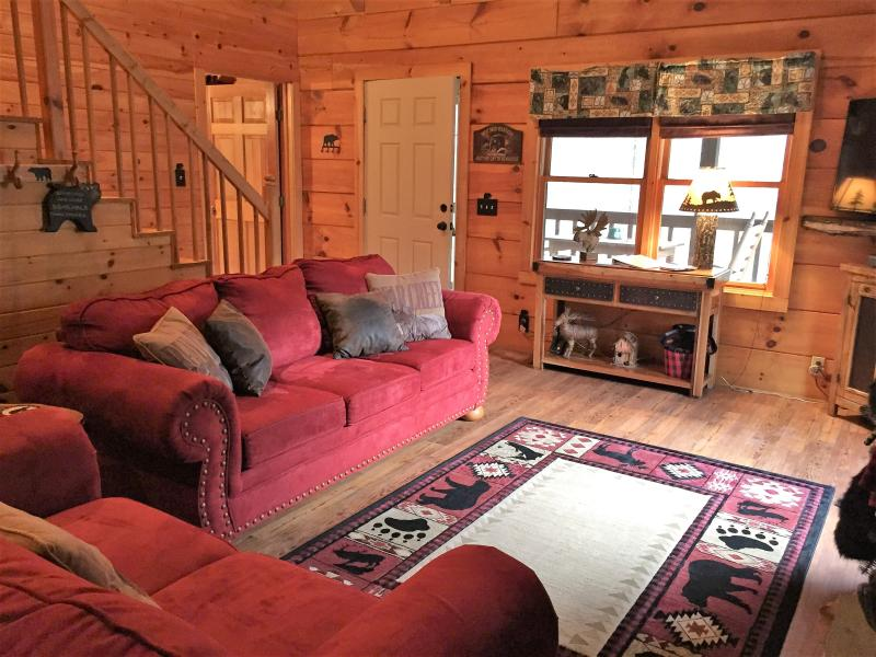 'BearyTale' .. cute as a bear cub! Amazing location, romantic. Cozy for up to 6, holiday rental in Townsend