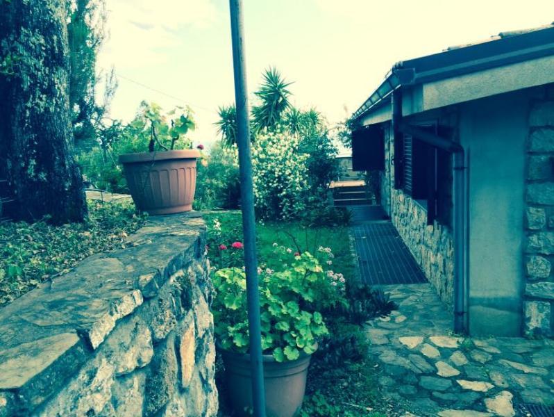 Parte del giardino laterale