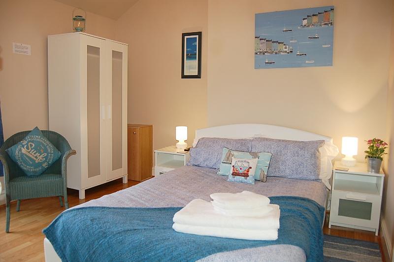 Salt Marsh Apartment Seaside Retreat, aluguéis de temporada em Tywyn