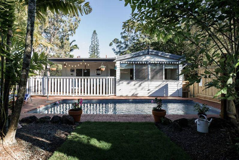 Traditional Queenslander Cottage with Swimming Pool 3 Bedrooms & Pet Friendly