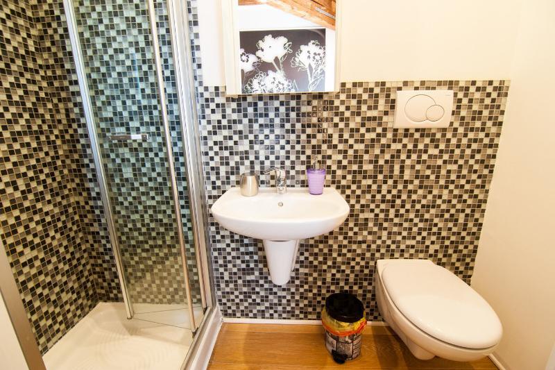 2nd Bathroom (ensuite to master bedroom)