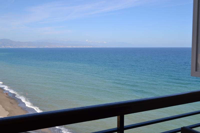 Beautiful studio with sea views and WIFI, vacation rental in Torremolinos