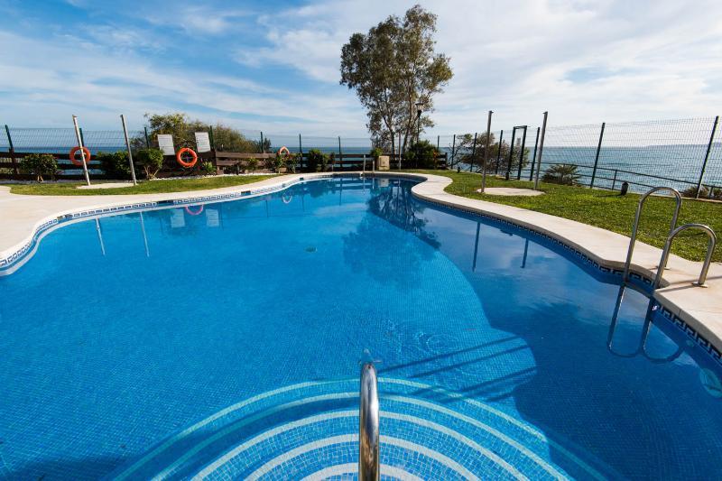 Luxury Beach-front. Benalmadena Costa, Torrequebrada, Malaga, vacation rental in Benalmadena