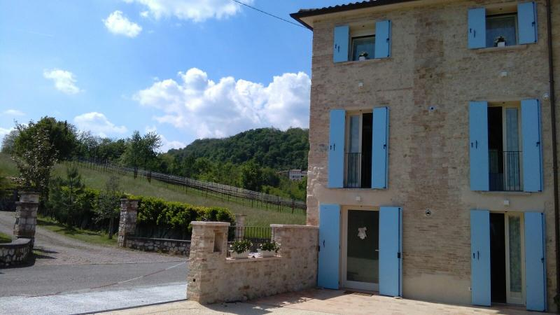 CASA DAISY - CAMERA SUPERIOR, holiday rental in Cavaso del Tomba