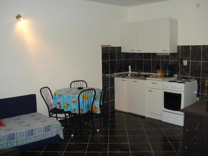 Apartment A, aluguéis de temporada em Razanj