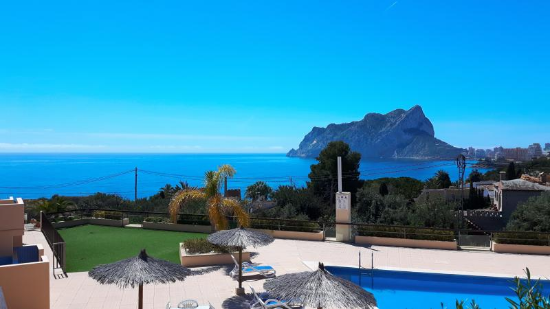 Ideal family house 8 pers 400 m sea. Pool (com). SEAVIEW. Huge terraces. WiFi., holiday rental in Calpe