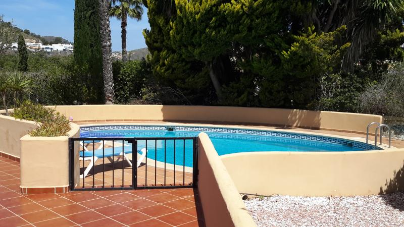 Fully enclosed pool with optional heating