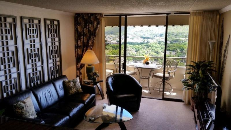 Living room with full Diamond head view