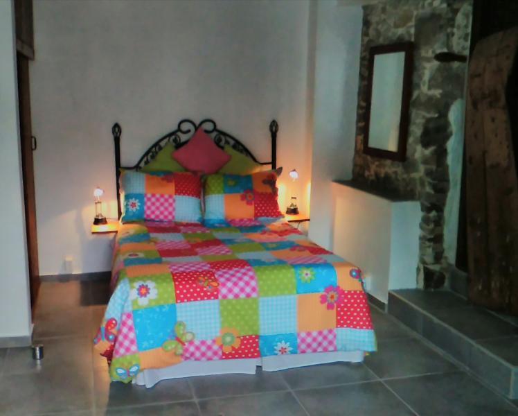 lit double confortable, (lits supplémentaires ou des lits peuvent être fournis, si nécessaire)