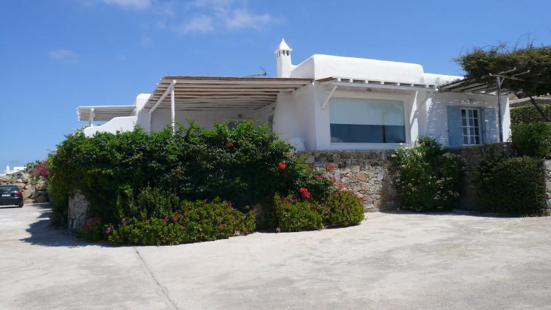 Beautiful villa with amazing views, holiday rental in Psarou