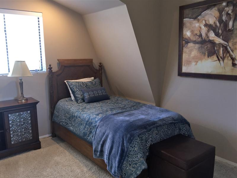 2nd view of twin bed