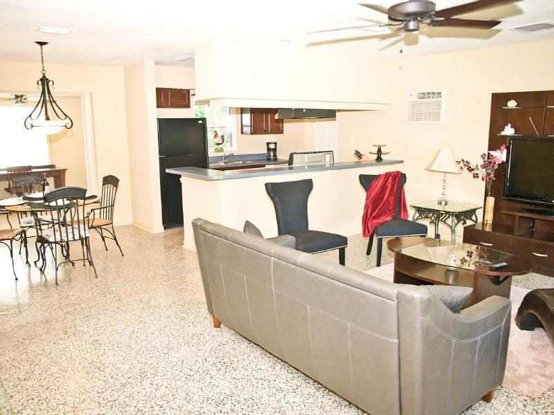 Lovely, Spacious, Comfortable house in Altamonte Springs. Very clean ., location de vacances à Apopka