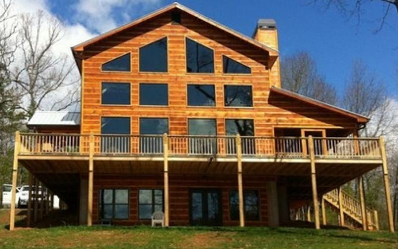 500 ft of Luxury Lakefront on Lake Nottely Has Balcony and