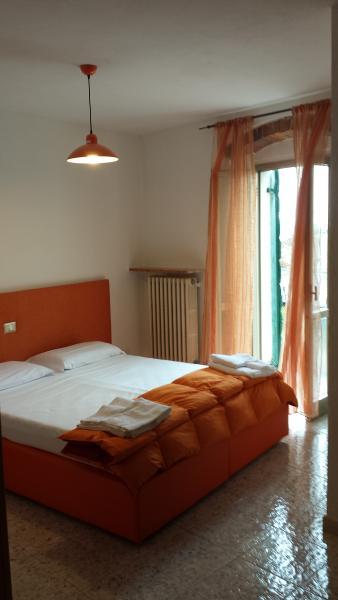 LOCANDA AL CENTRALE/2 BEDROOMS SUITE WITH BREAKFAST, alquiler vacacional en Caprino Veronese
