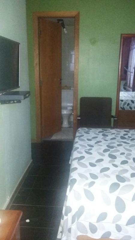 Quarto de casal com banheiro