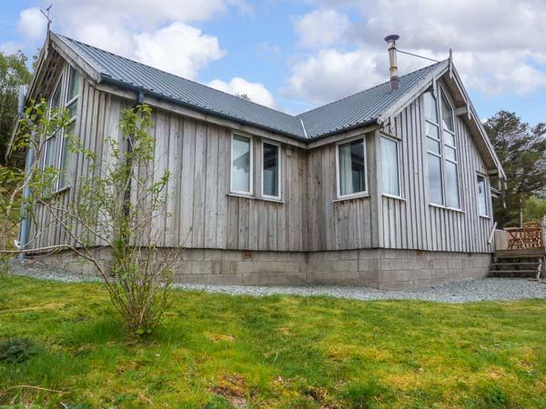 THORSVIK, detached wooden cottage, with three bedrooms, stunning views, rural, holiday rental in Broadford