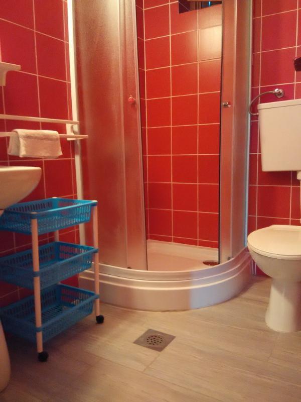 A2_Crveni (4 + 2): salle de bain avec toilette