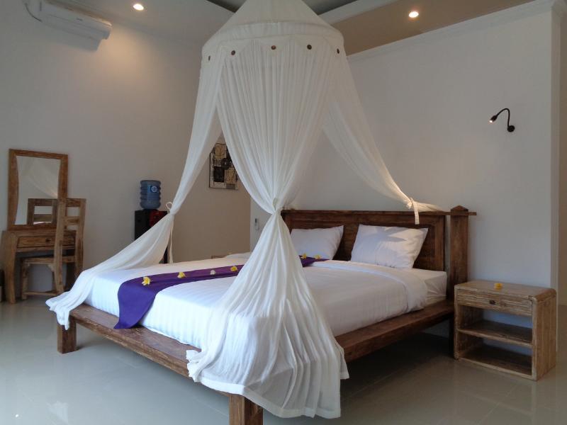 Private Room in Pool Homestay, Lovina, holiday rental in Anturan