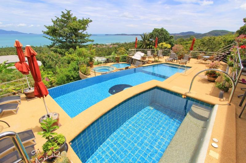 All furnished terraces with seaview + large POOL + jacuzzi