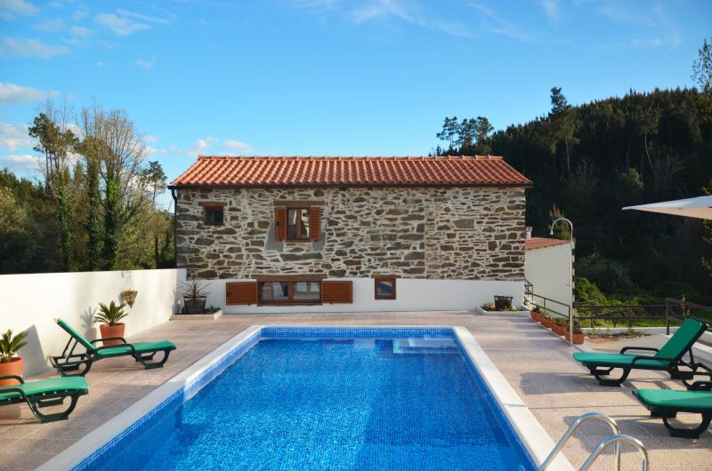 Detached House. Secluded clean and safe. No sharing with others. 2 mins to Serta, holiday rental in Vila de Rei