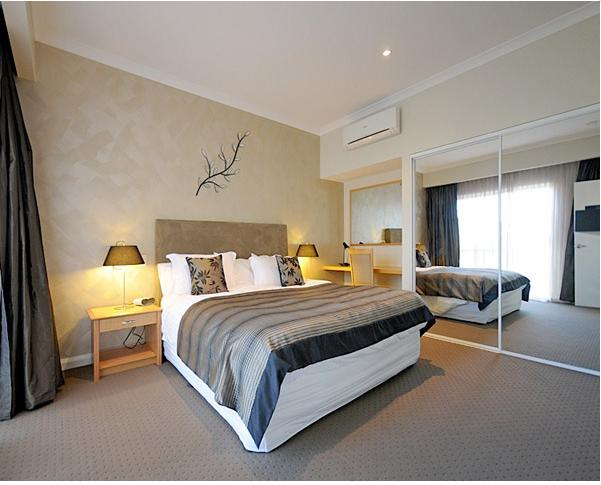 Burns Beach Bed & Breakfast - Westside room, vacation rental in Connolly