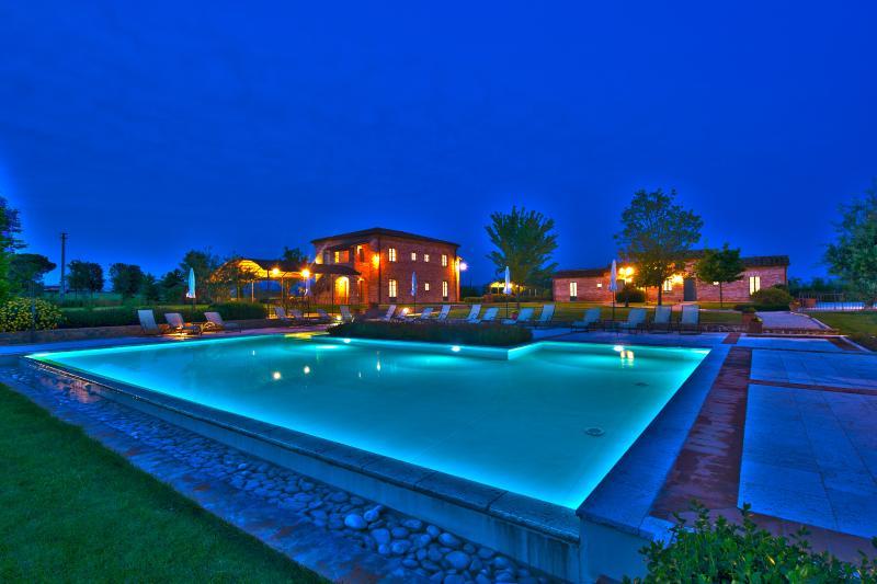 La Fiorita Farmhouse by night