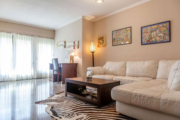 FURNISHED RENTAL APARTMENT WITH PARKING, VALENCIA, holiday rental in Valencia