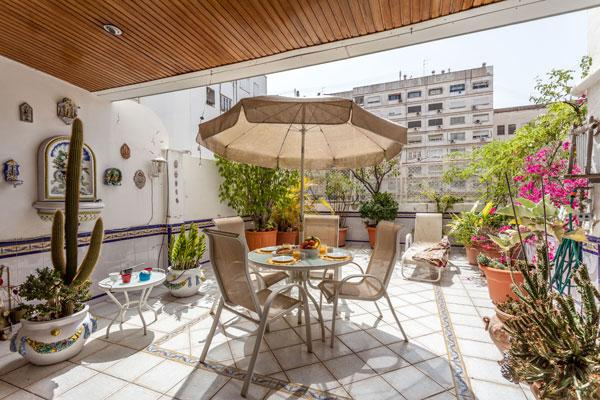 BEAUTIFUL FURNISHED APARTMENT TO RENT WITH TERRACE, location de vacances à Valence