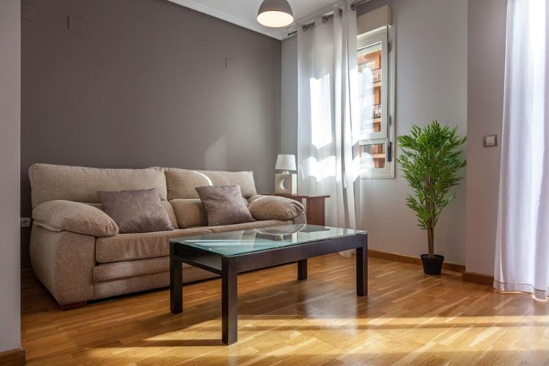 APARTMENT TO RENT WITH PARKING AND POOL, holiday rental in Moncada
