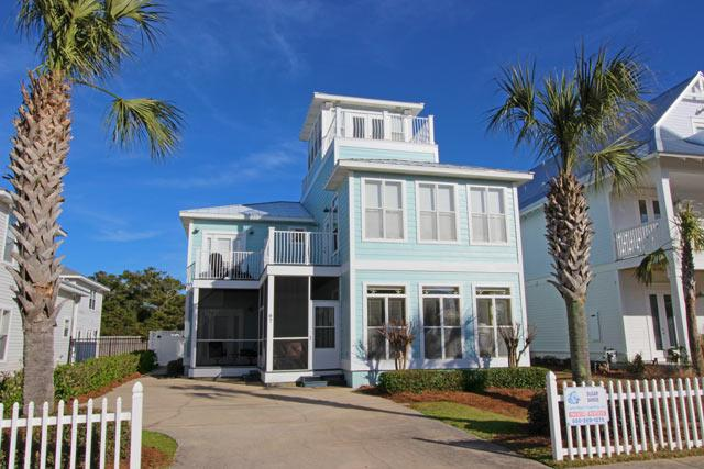 Large home with private pool!!! Short distance to the beach. Grill provided!, holiday rental in Destin