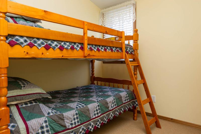 3rd bedroom - bunks