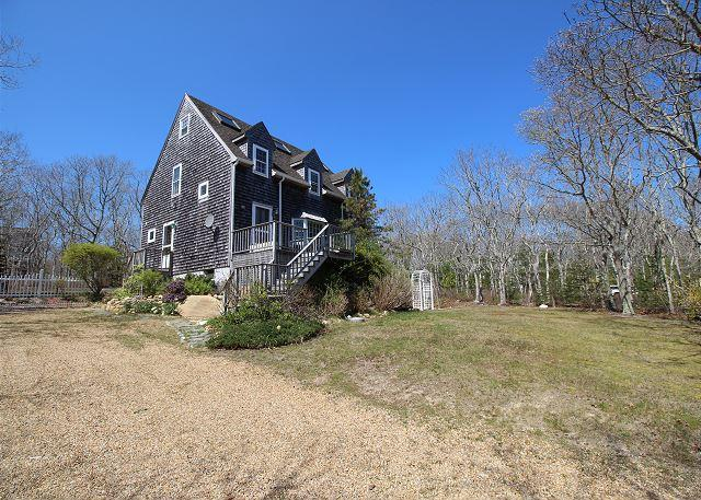 WONDERFUL EDGARTOWN VACATION HOME LOCATED CLOSE TO BIKE PATH, BEACH AND TOWN, holiday rental in Edgartown