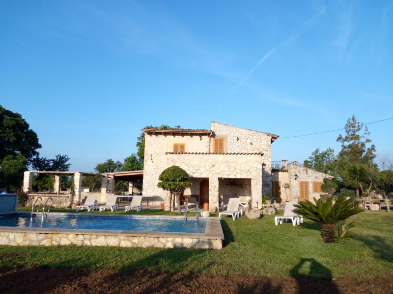 House with private pool and relax with large garden.