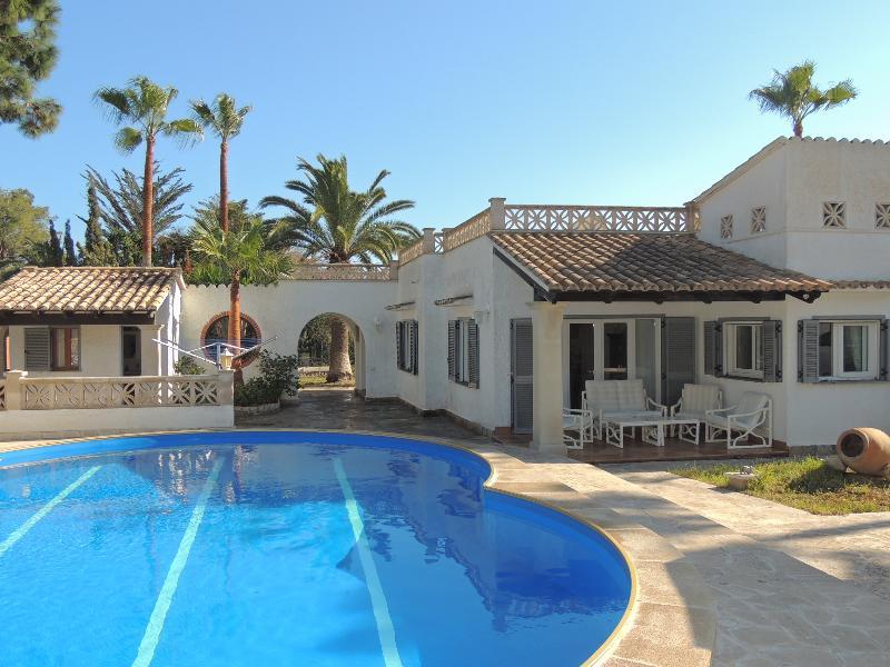 villa in cala murada with pool an air conditioning, location de vacances à Calas de Majorca