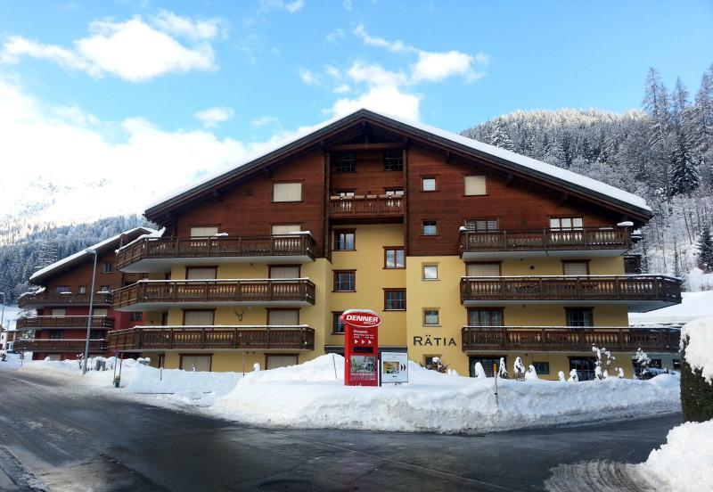 Klosters Platz: Ski and Hiking Apartment To Rent [Haus Rätia], alquiler de vacaciones en Klosters