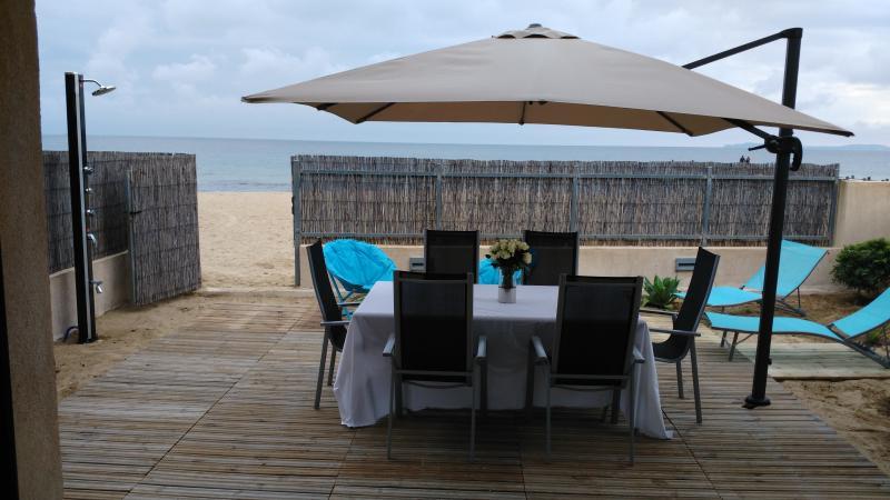 résidence les sables d'or appartement T3 rez de jardin bord de mer, holiday rental in Port Cogolin