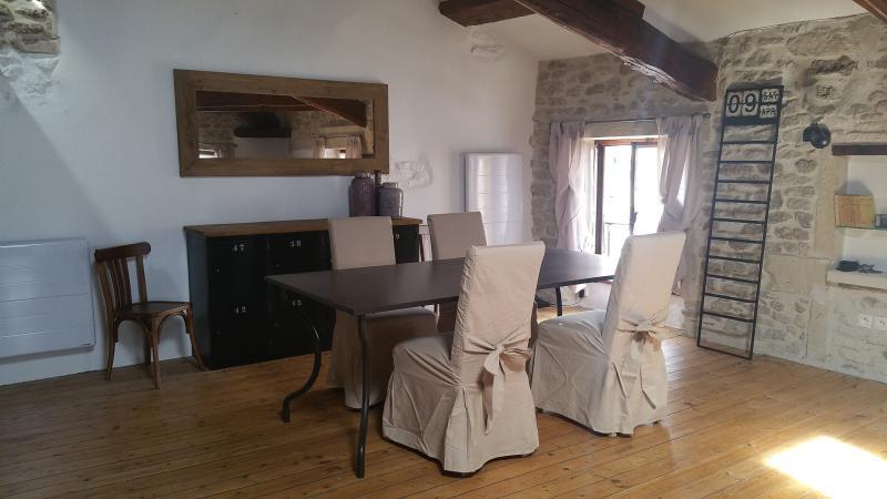 L'Alcôve, logis de charme au coeur dela Provence, casa vacanza a Reauville