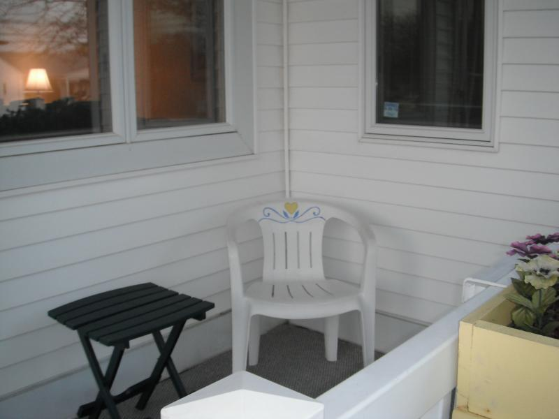 Cute Front Porch - wonderful ocean breeze