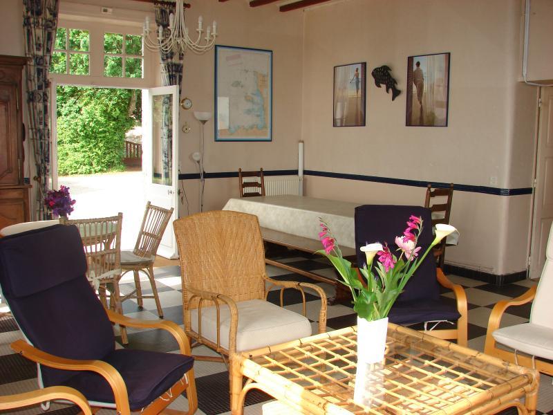 El gran salón / comedor con chimenea, Wi-Fi, TV, DVD, Hi-Fi, ...