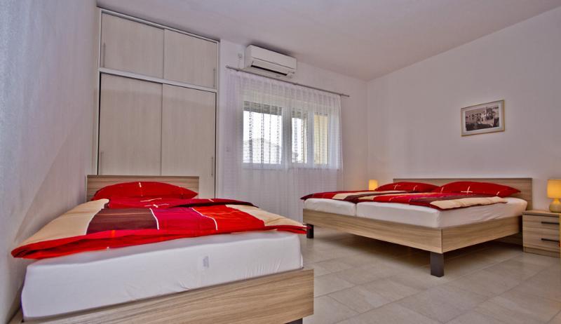 Apartment Ika-Marija #3, holiday rental in Vodice