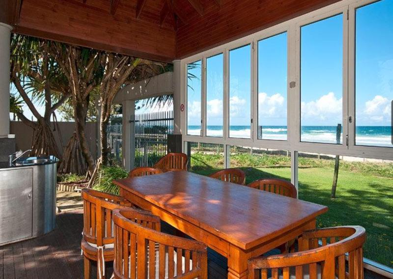 Alfresco area to enjoy food and drinks while watching the waves roll in.