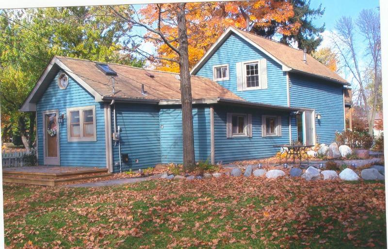 Beautiful Lake house is waiting!, location de vacances à Forester Township
