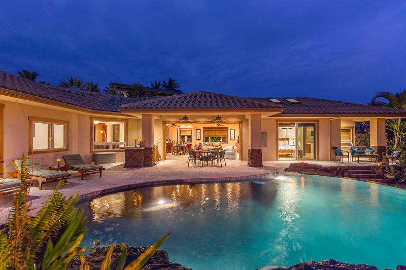 Exclusive area, heated infinity pool with waterfalls, private yard, oceanview, vacation rental in Kailua-Kona