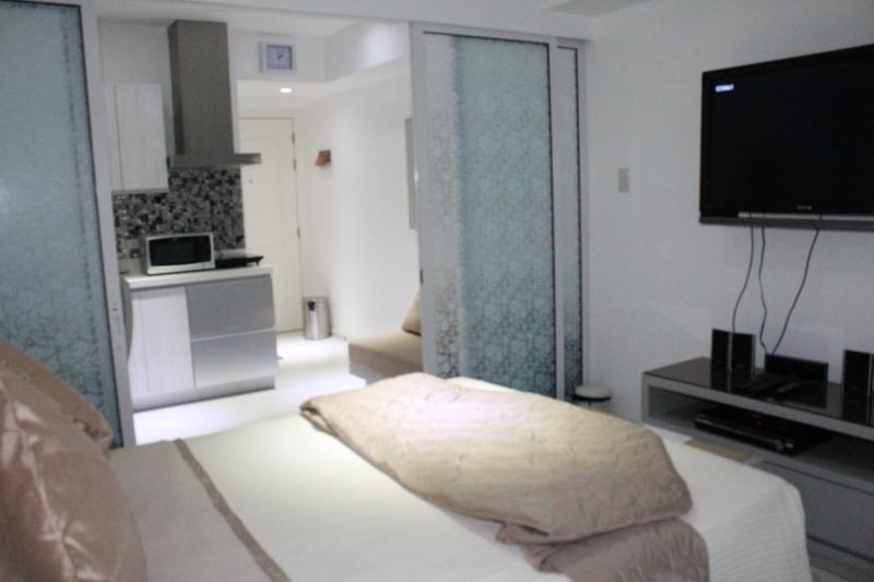 SIGLO SUITES @ Azure St. Tropez G26, vacation rental in Cavite City